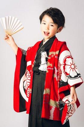 羽織袴セット 家紋と龍の図案 5歳 赤