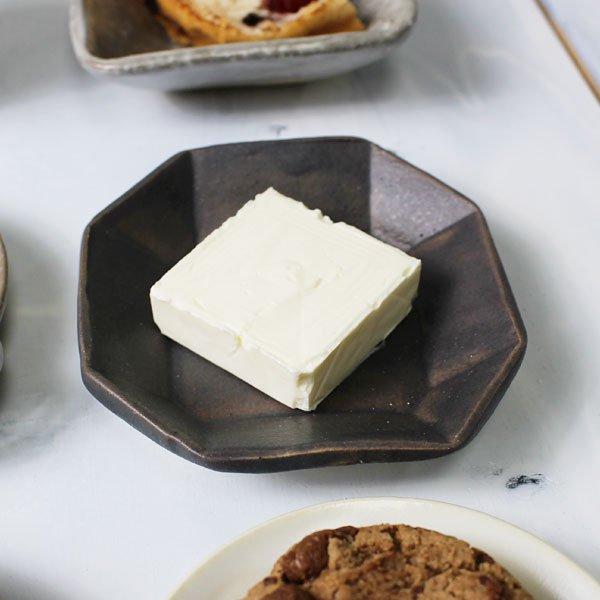 おしゃれな作家物の豆皿 やや高さあり 乾きものお菓子 おつまみ 酒に添える皿 チーズやバター皿/商品No.8