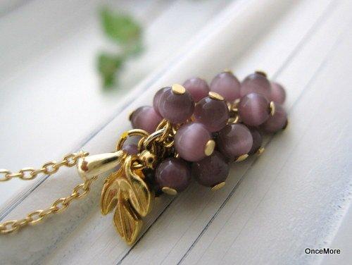 ミニ葡萄のペンダント(キャッツアイ・パープル)