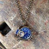 スチームパンク ペンダントウォッチ 電氣エンドルフィン x A STORY ブルー アラビア蓄光文字盤