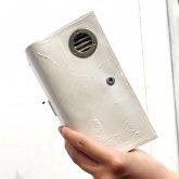 【ラスト1点】カガリユウスケ 手帳型 iPhoneケース ダクト付き 白 ホワイト