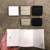 【グレー、黒、都市型 在庫有】カガリユウスケ 三つ折り豆財布 ホワイト グレイ ブラック 都市型迷彩 kagariyusuke
