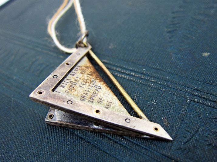 chord コード 太陽と月の手紙ペンダント Letter Pendant