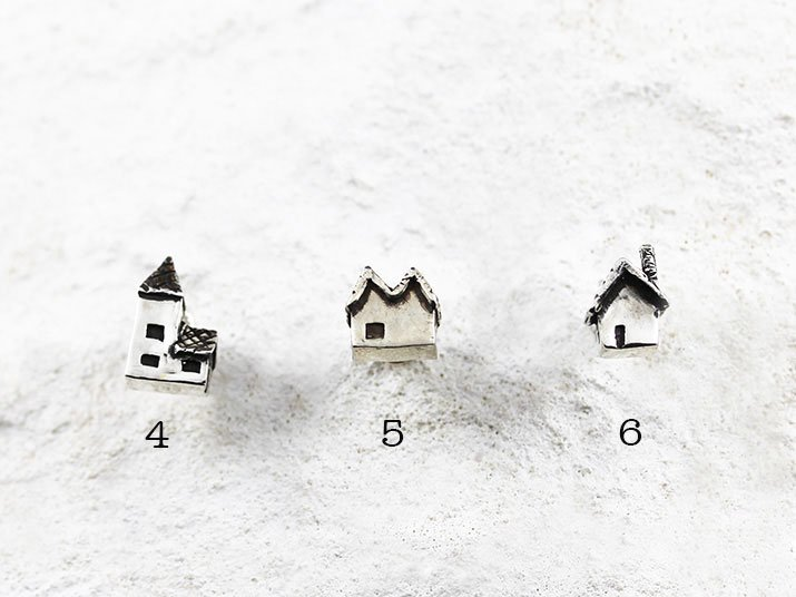 Fillyjonk フィリフヨンカ 3軒並ぶお家のピアス 01(1点もの)
