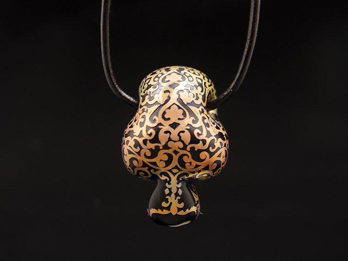 Caspol Glass カスポルグラス アンティーク模様のカラベラ ペンダント ブラック