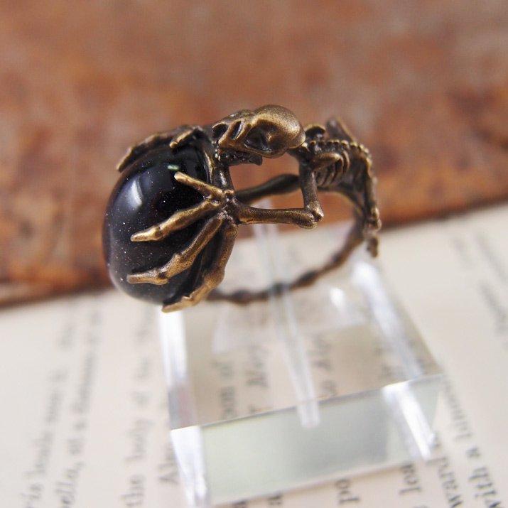 nyui ニュイ boneリング 紫金石を抱えたコウモリ 骨格 真鍮