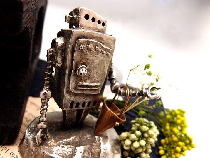 ウケンムケン 小さなロボット「Ropica」