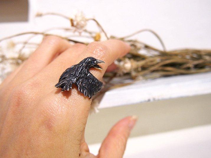 DECOvienya デコヴィーニャ 傷ついたカラスのリング ブラック