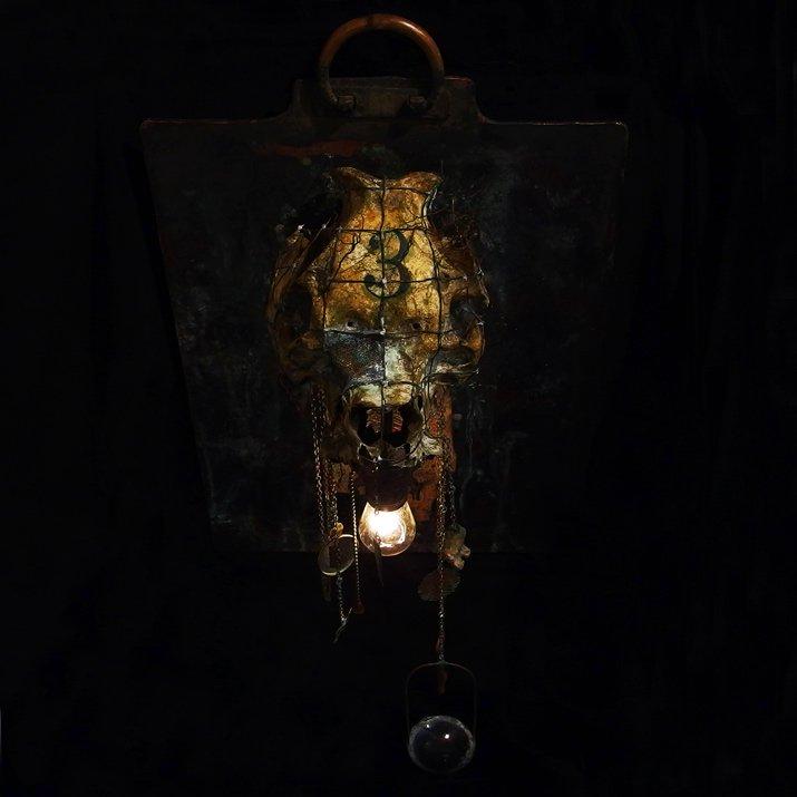 Mantam マンタム   「暗い夜、たくさんの死」 オブジェ」