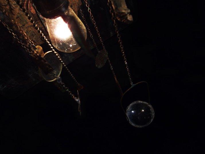 Mantam マンタム   「暗い夜、たくさんの死」 オブジェ
