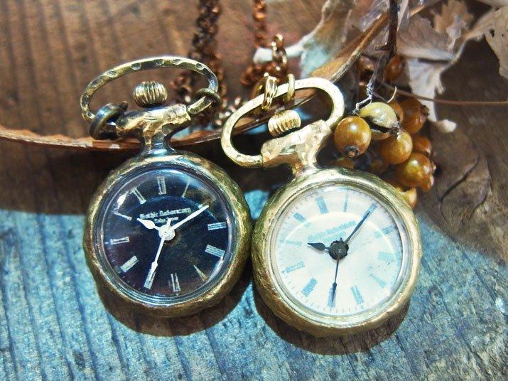 アンティークでクラシックな小さくてかわいい懐中時計