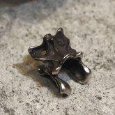 烏堂 カラスの第三脛骨 イヤーカフ 黒×銀 SV925