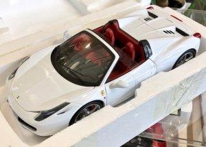 HotWheels Elite 1/18スケール「フェラーリ458スパイダー」(ホワイト/レッドインテリア)