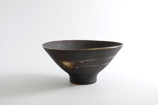 黒釉イッチン碗