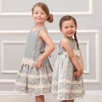 Isobella and Chloe シルバーグレーのドロップウエストドレス(サイズ4〜14)